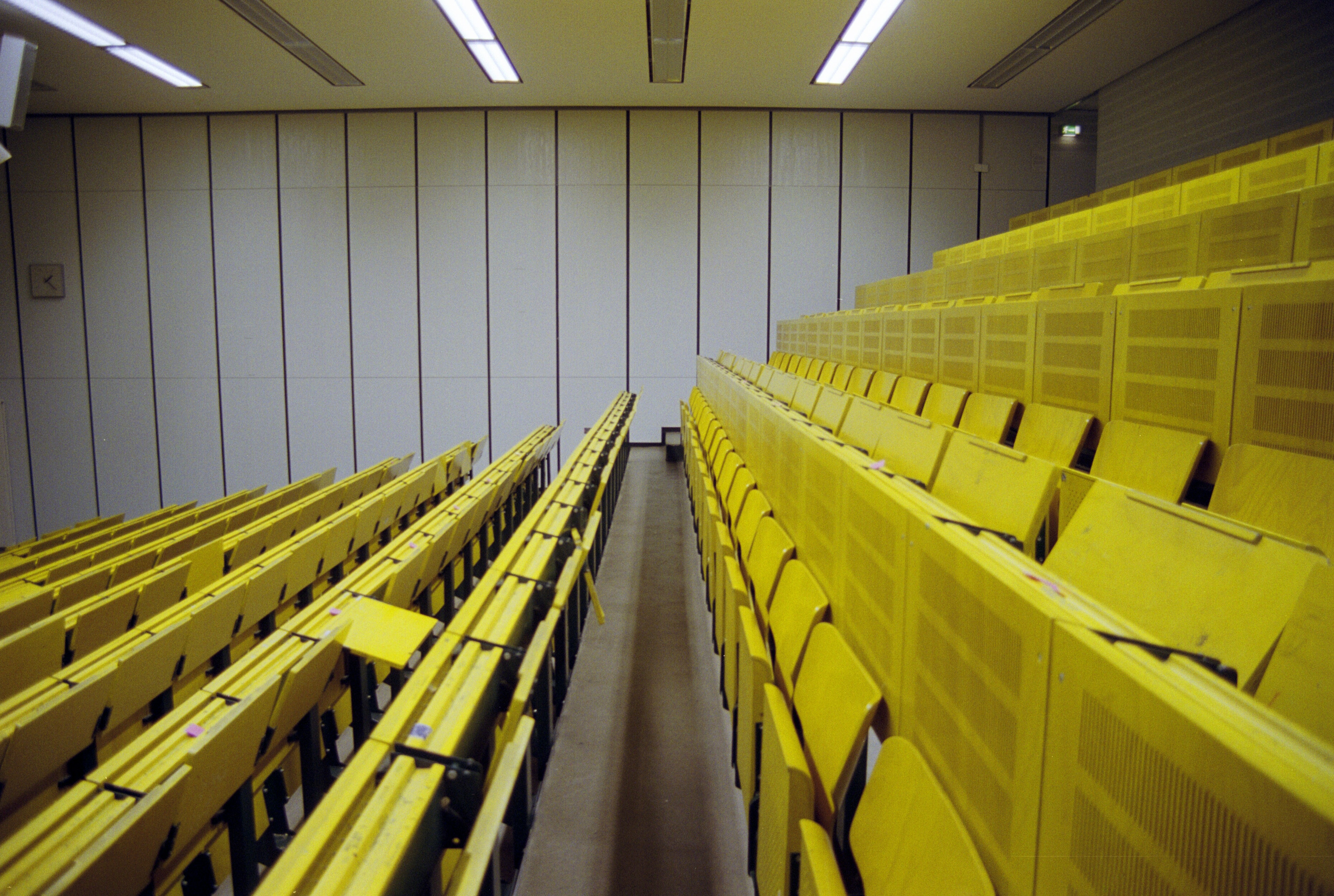 Lecture room metaphor - How to get a professorship in Germany