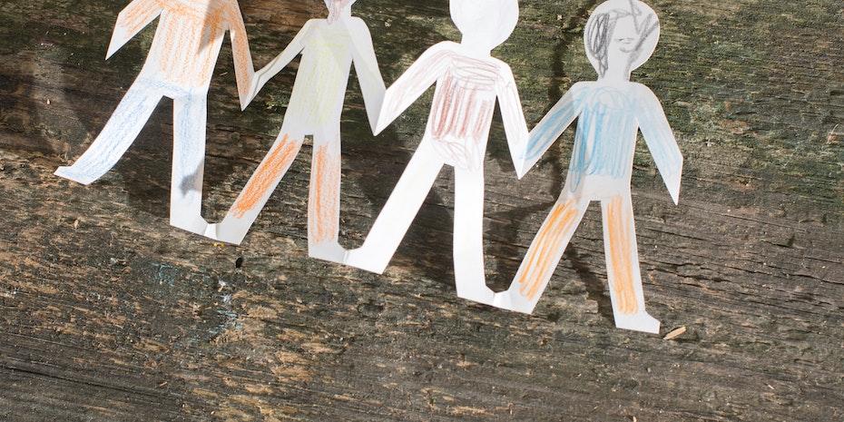 Papermen - Metaphor: Social worker salary in Germany