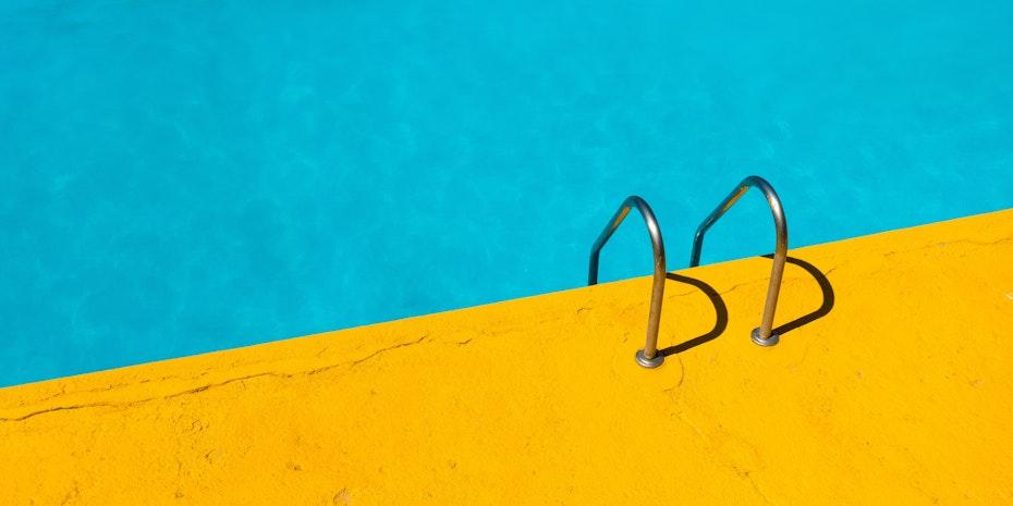 Swimmingpool - Metaphor: Business ideas in life science Germany