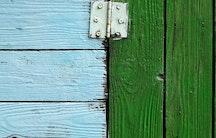 Wooden door hinge - Metaphor: Differences application academia and business